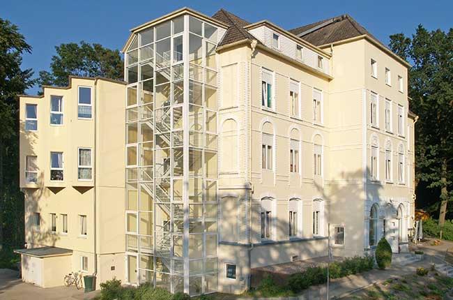 Gebäude aus der Vogelperspektive - Altenheime Apel betreiben 5 Einrichtungen für Altenpflege & Seniorenbetreuung in Geesthacht, nähe Hamburg