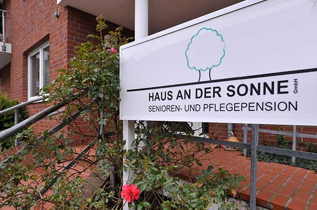 Eingangstreppe - Altenheime Apel betreiben 5 Einrichtungen für Altenpflege & Seniorenbetreuung in Geesthacht, nähe Hamburg