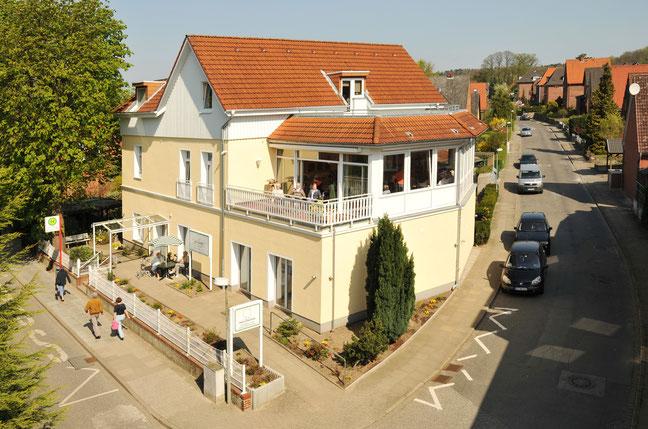 Elbsonne Gebäude aus der Vogelperspektive - Altenheime Apel betreiben 5 Einrichtungen für Altenpflege & Seniorenbetreuung in Geesthacht, nähe Hamburg