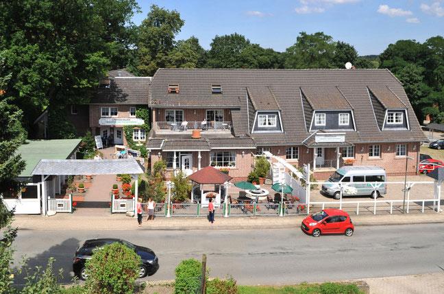 Gülzow Gebäude aus der Vogelperspektive - Altenheime Apel betreiben 5 Einrichtungen für Altenpflege & Seniorenbetreuung in Geesthacht, nähe Hamburg