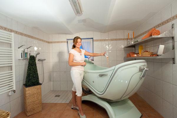 Badezimmer mit Badewanne - Altenheime Apel betreiben 5 Einrichtungen für Altenpflege & Seniorenbetreuung in Geesthacht, nähe Hamburg
